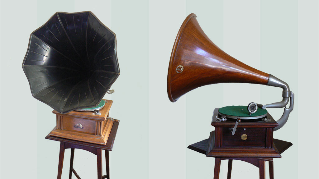 HMV Intermediate Monarch with painted tin horn and 1907 HMV Intermediate Monarch with wooden horn.