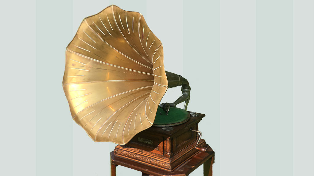 Gramophone and Typewriter Company Monarch – with a rare, original brass 'Morning Glory' horn.